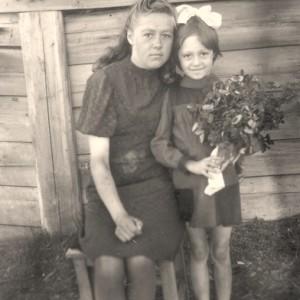Adelė Kvievinskaitė su dukra Valerija. 1949 m., Igarka.