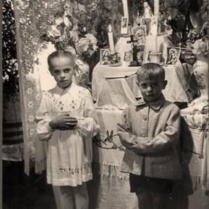 Prie gegužinių pamaldų altoriaus